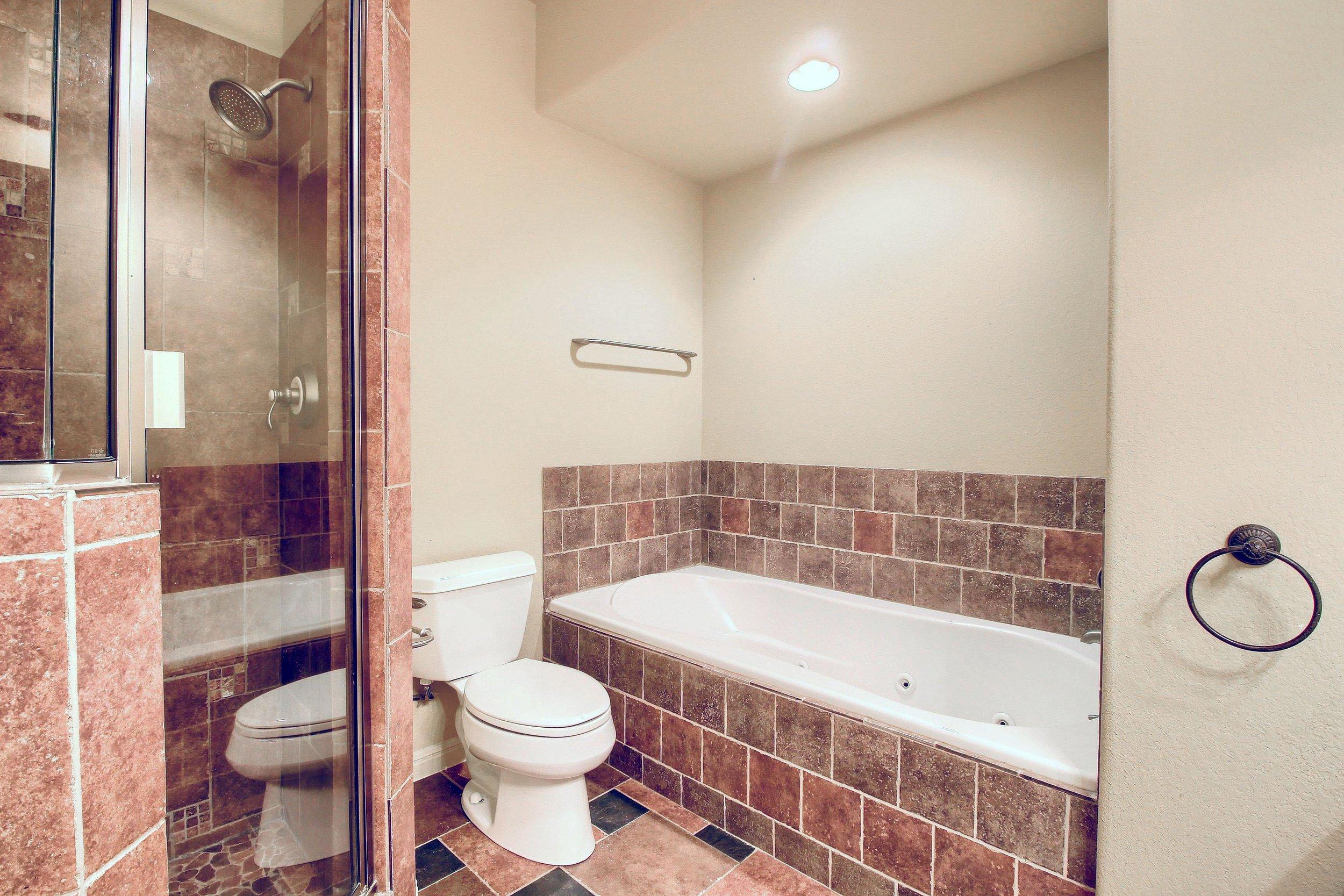 05_Master_Bathroom_IMG_1016.JPG