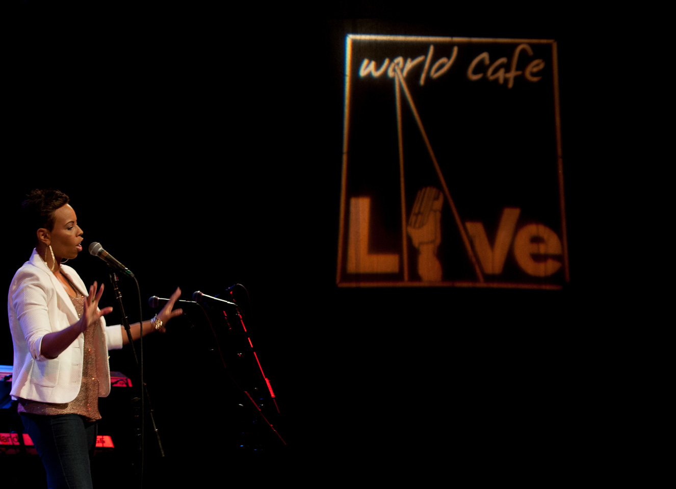 temika-moore-inspirational-soul-and-jazz-world-cafe-live-philly-VTP1008.jpg