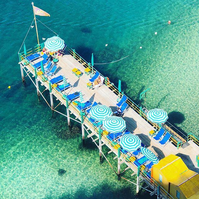 In need of more beach days like this 🍹⛱🏖🏝 #almaficoast #aperolspritz #summertime #beachday #beachclub #beachlife #italy #italy🇮🇹 #sorrento #sorrentocoast #sorrentoitaly