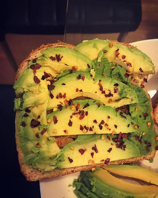 We make avocado toast 🥑💪 #wherearetheavocados #homemade •Samina•
