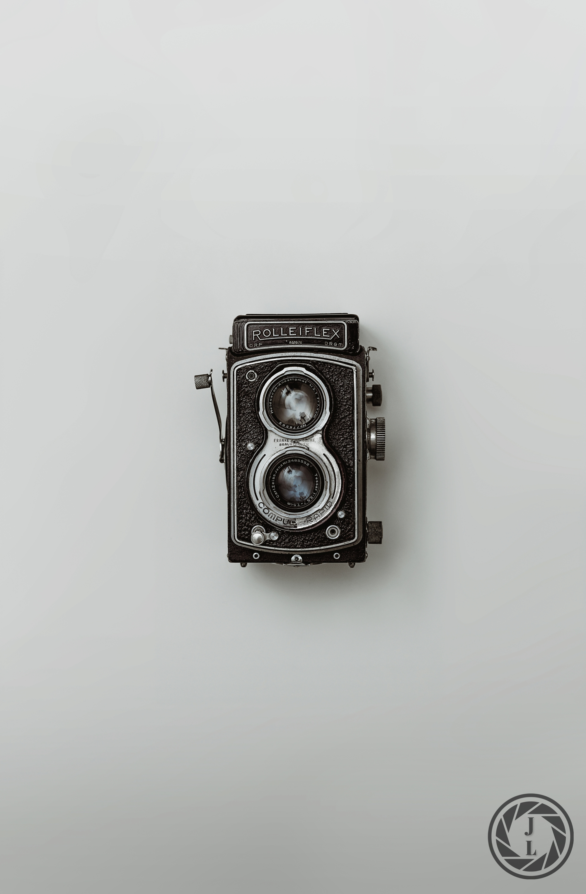 image of an old rolleiflex camera