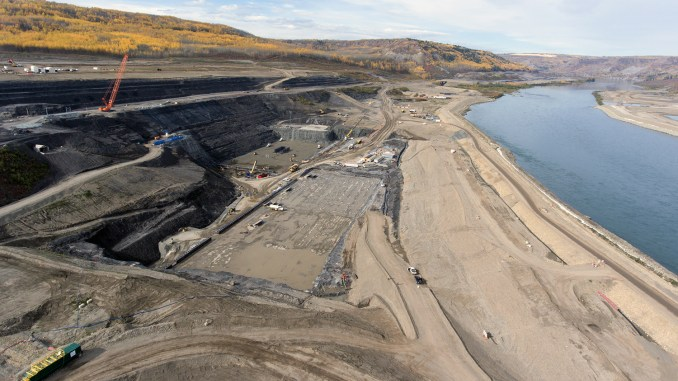 Excavation at South Bank of Site C, Sep 2017 (photo: BC Hydro)