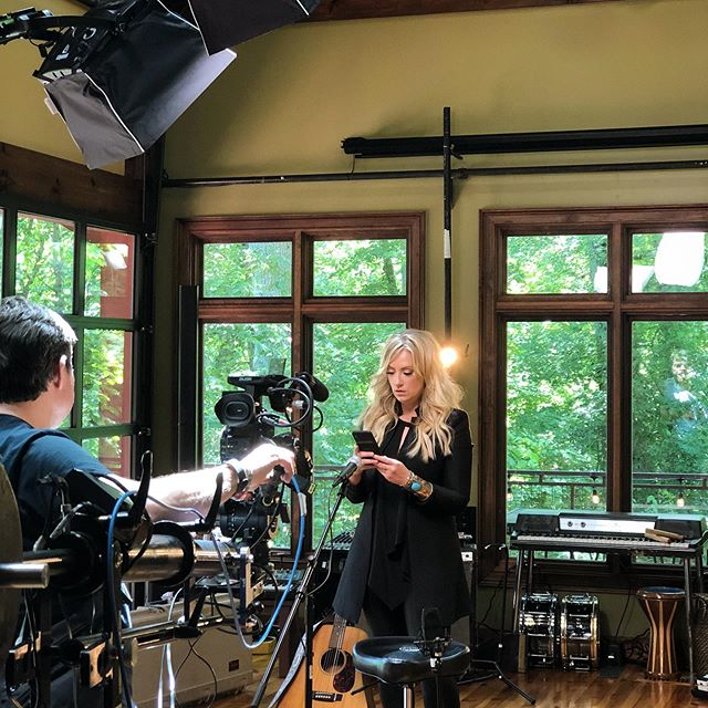 On set Candy Crush📱 w/ @claredunnmusic . . . . . #candycrush #studio #thursday #film #nashville #onset #singer #musician