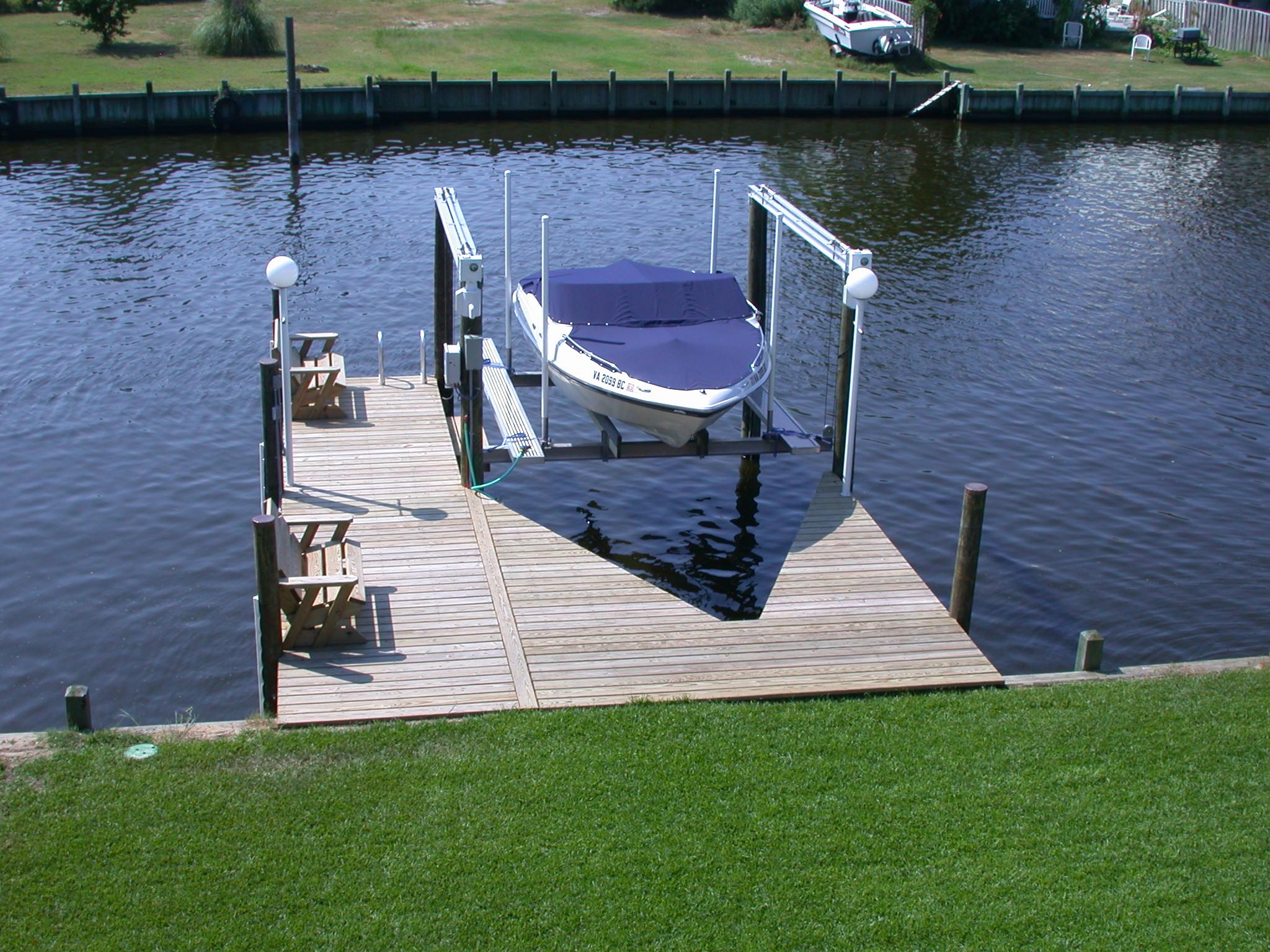 hi-tide-boat-lifts-pwls-2.jpg