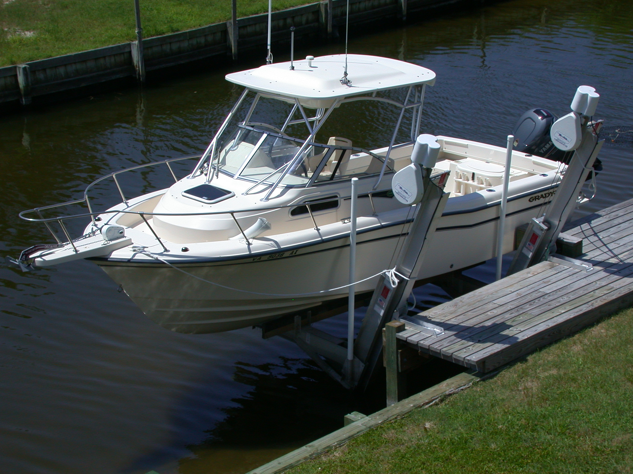 hi-tide-boat-lifts-pwls-4.jpg