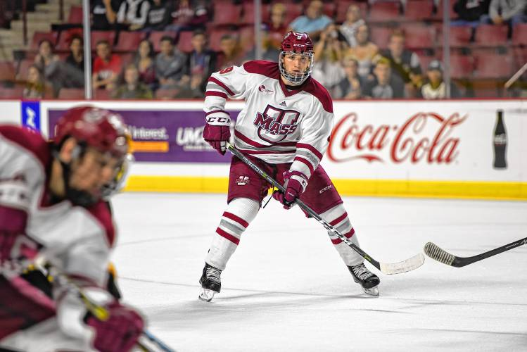 PHOTO COURTESY OF DAILY HAMPSHIRE GAZETTE  UMass Amherst's Minutemen excite hockey fans with their performance.