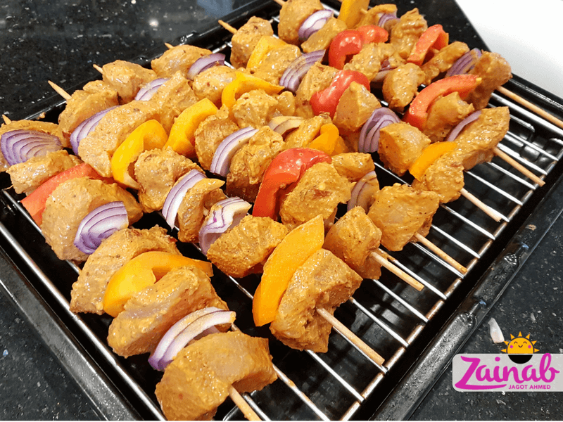 Turkish Chicken Shish Kebab skewers on grill rack, slimming world inspired recipe, syn free. baby led weaning idea, Halal baby food, fakeaway