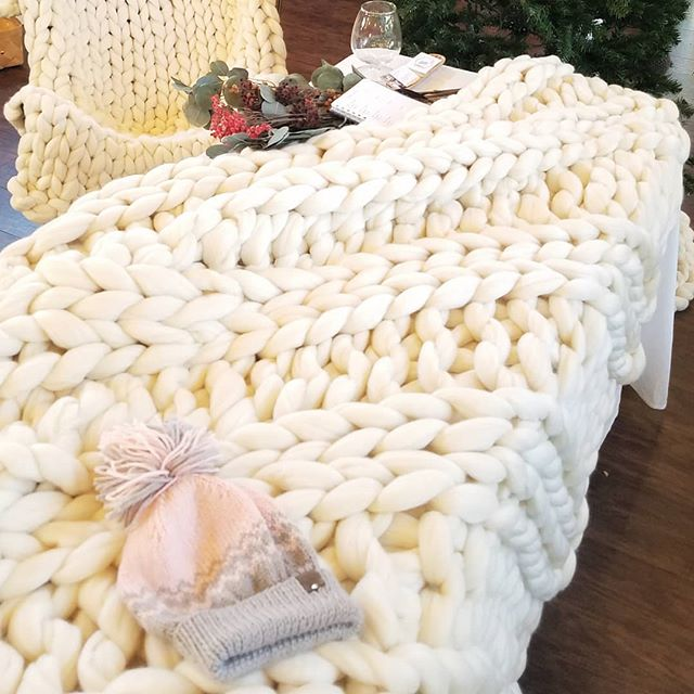 This blanket + Your favorite book + a warm mug of something cozy = a perfect plan for this cool, grey Thursday  #knitworthyarts #kwarts #chunkyknitblanket #chunkyknitribbing #handknit #merino #cozy #soft #relaxation #slowdown #fallweather