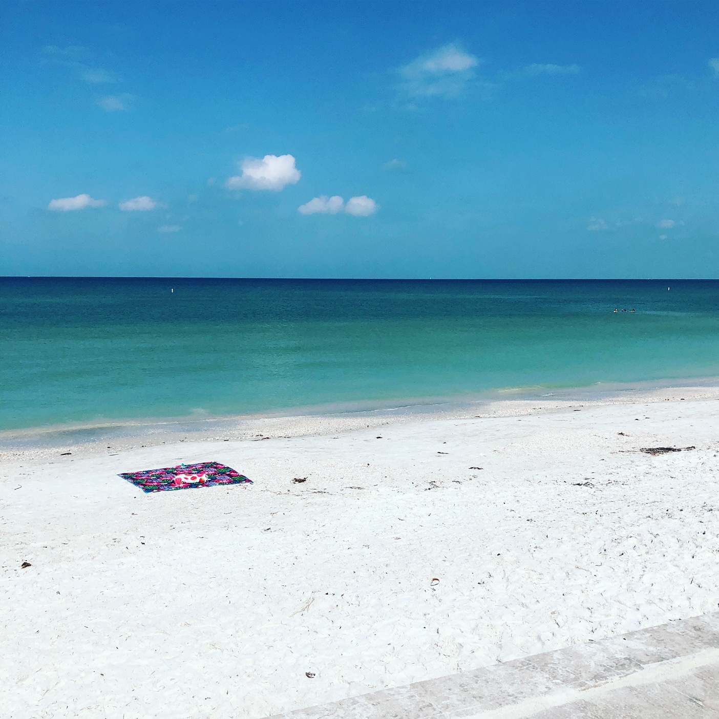 A secluded Pass-a-Grille beach during the day.