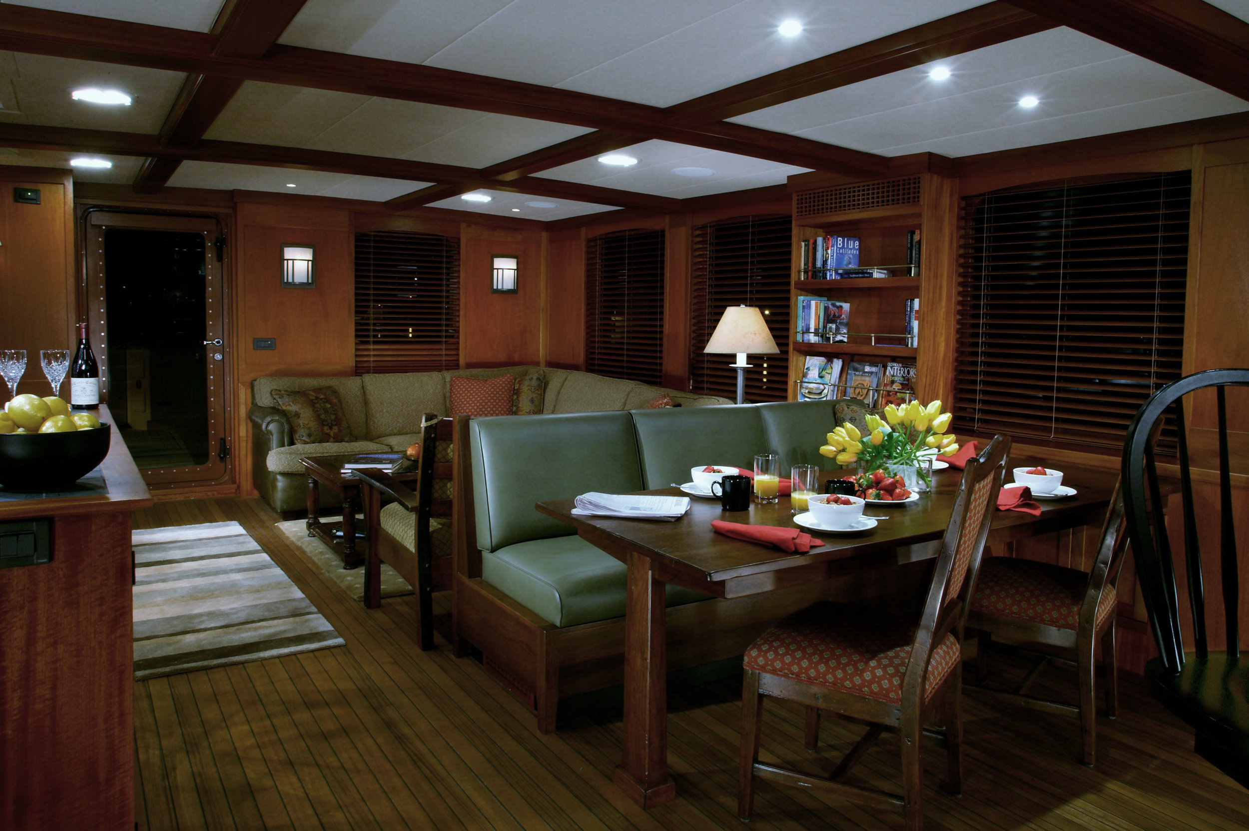 Meander dining area aft pic ps2 1MB.jpg