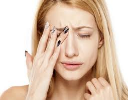 A woman with pain behind one eye = migraine