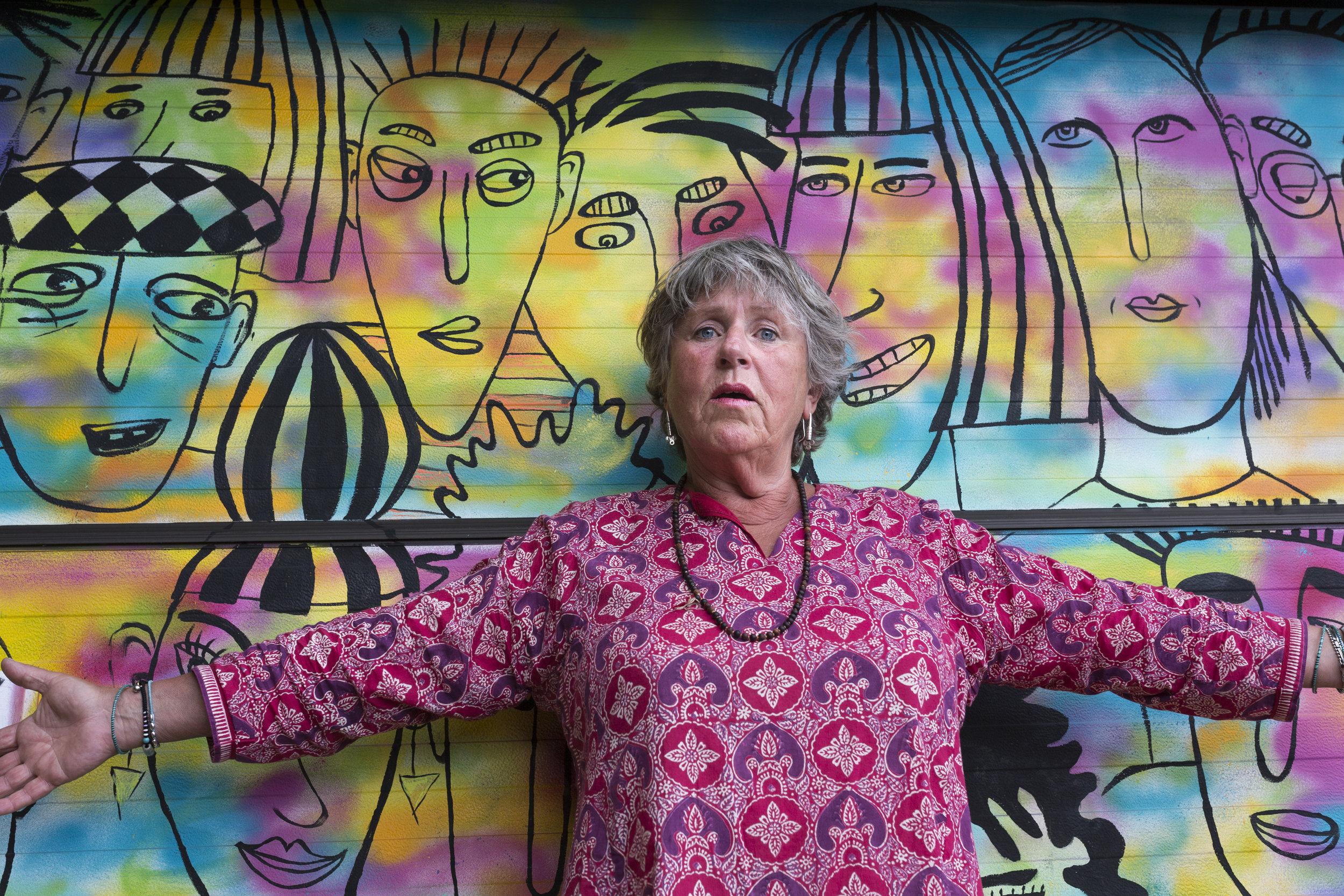 Konstnären Maj Ström, en av 12 porträtterade kvinnor på Österlen i Local Heroines.