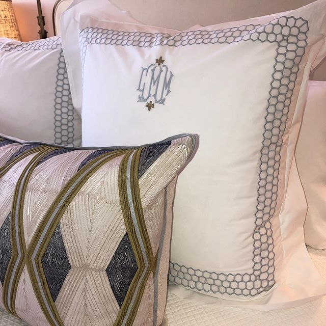 When you have pretty bed linens, you sleep better! Thanks @gramercyhome for the beautiful monogrammed shams and @vellumandvelvet for the pretty lumbar pillow!  #design #bedroomchic #matouk #linens #atlantadesigner #interiordesign #designinspo #mytradhome #pastels #monogram