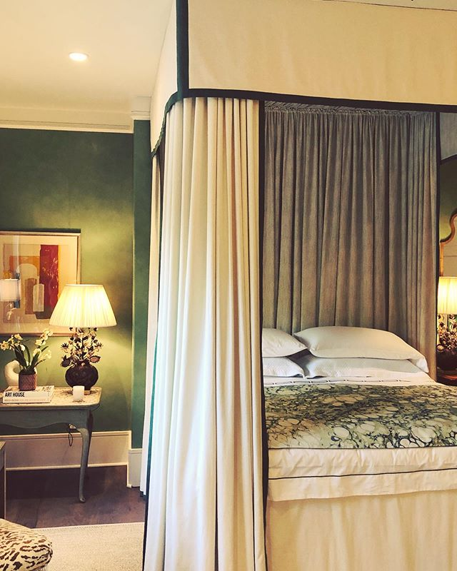 A little green with envy over this  chic and classy bedroom design  by @honeycollinsinteriors #design #interiors #interiordesign #atlanta #atlantadesigner #decor #chic #bedroomdesign #designinspo