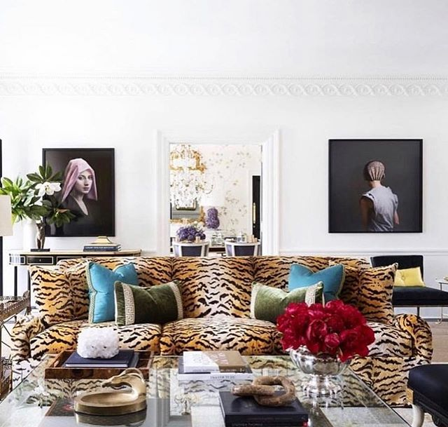 Looking for inspiration today and this room by Melanie Turner is a classic! I love the contrast of the art against the white walls and the great scalamandre fabric in the sofa. Pretty and modern-a classic! #design #interiors #designinspo