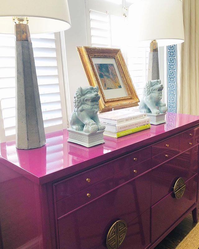 Rise and shine Saturday! When I saw this lacquered piece in this awesome berry color I just knew I had to have it-I didn't know where it was going to go in my new place but it was going to be mine. Fast forward and it has found a cozy spot in front of my windows in my dining room. Perfectly placed to hold my extra cocktail napkins, flatware and pretties for entertaining. A little pop of color goes a long way. If you are a color lover like I am, I would love to know your favorite shade to add personality to your home! * * *  #design #mytradhome #interiors #interiordesign #atlanta #atlantadesigner #decor #decorinspo #courtneymossdesign #vintage
