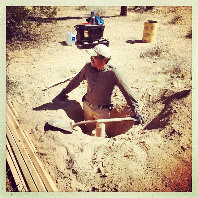 Hector. Serious digging. #footings #sitespecific #sarahvanderlip @sugarjarvacancy #roughplayprojects #joshuatree #sculpture