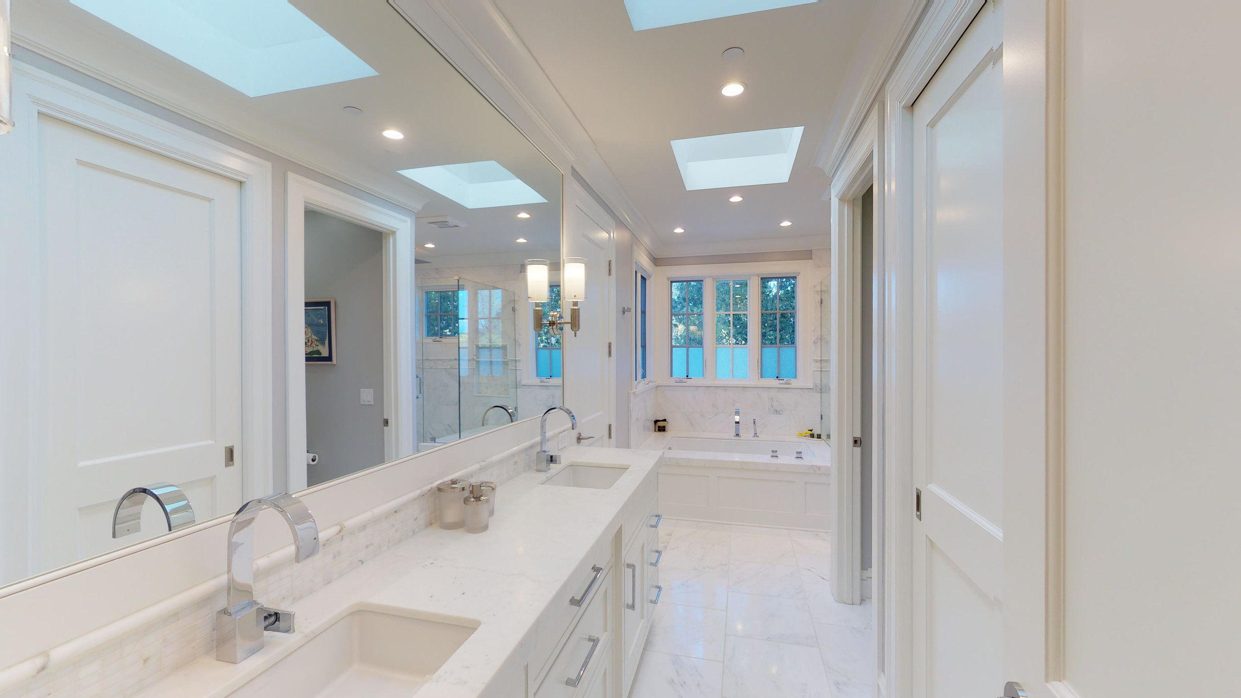 16 - Master Bathroom.jpg