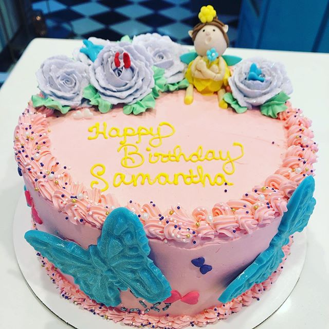 Flowers, butterflies, glitter and a 🧚🏼♀️?! This cake was made for us! #thedessertfairy #westislip #sweetshop #customcakes #fairy #flowers #glitter #butterflies #birthdaycake #birthdaygirl