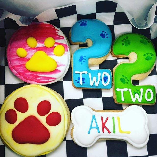 Cutest little cookies for a puppy themed 2nd birthday 🐾 Don't forget we are only open Saturday and Sunday this week! #thedessertfairy #westislip #sweetshop #customcakes #customcookies