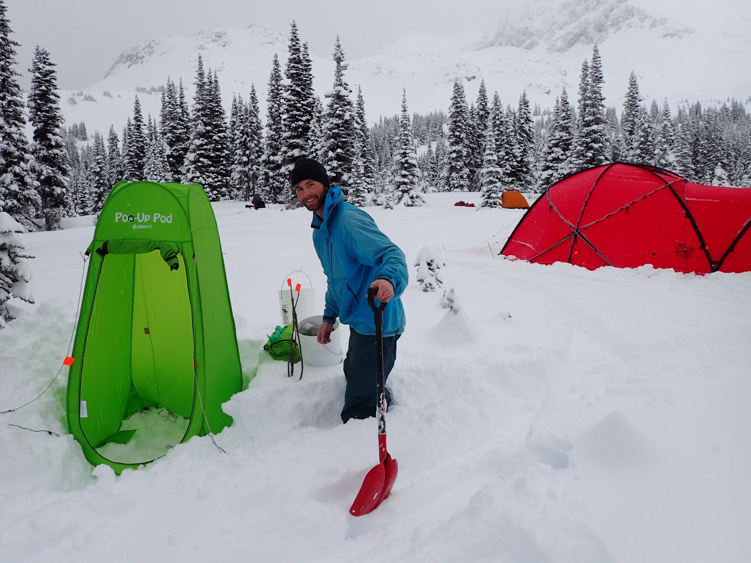 Sam setting up the outhouse for the trip. All poop is flown out. Photo Adriana Muja