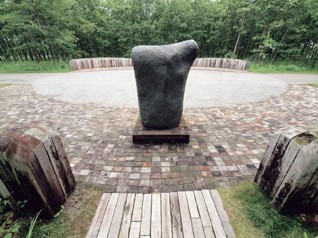 """Generozo"" (Gates); ""Sou""l (Bronze sculpture)"