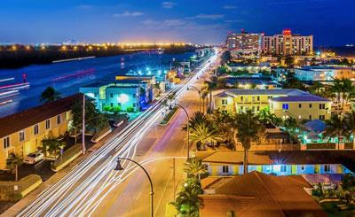 Hollywood-FL-CITY-SCENE-near-ocean-FLORIDA.jpg