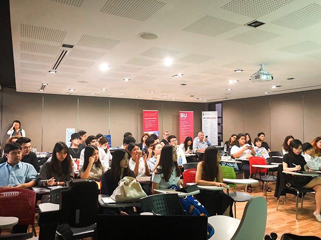 On November 4th, 2019, ALSA Thailand, in cooperation with MANGO Learning Express, hosted 'UK University Fair' at Thammasat University Tha Prachan Campus.  In this event, the participants have learned the guide on the preparation for studying in UK as well as the details for applying to each universities. The participants also be able to learn more about each university from the representatives during the Q&A session.  Thank you MANGO Learning Express for providing this great opportunity for students who plan to study their Master's degree in UK law schools. 💫