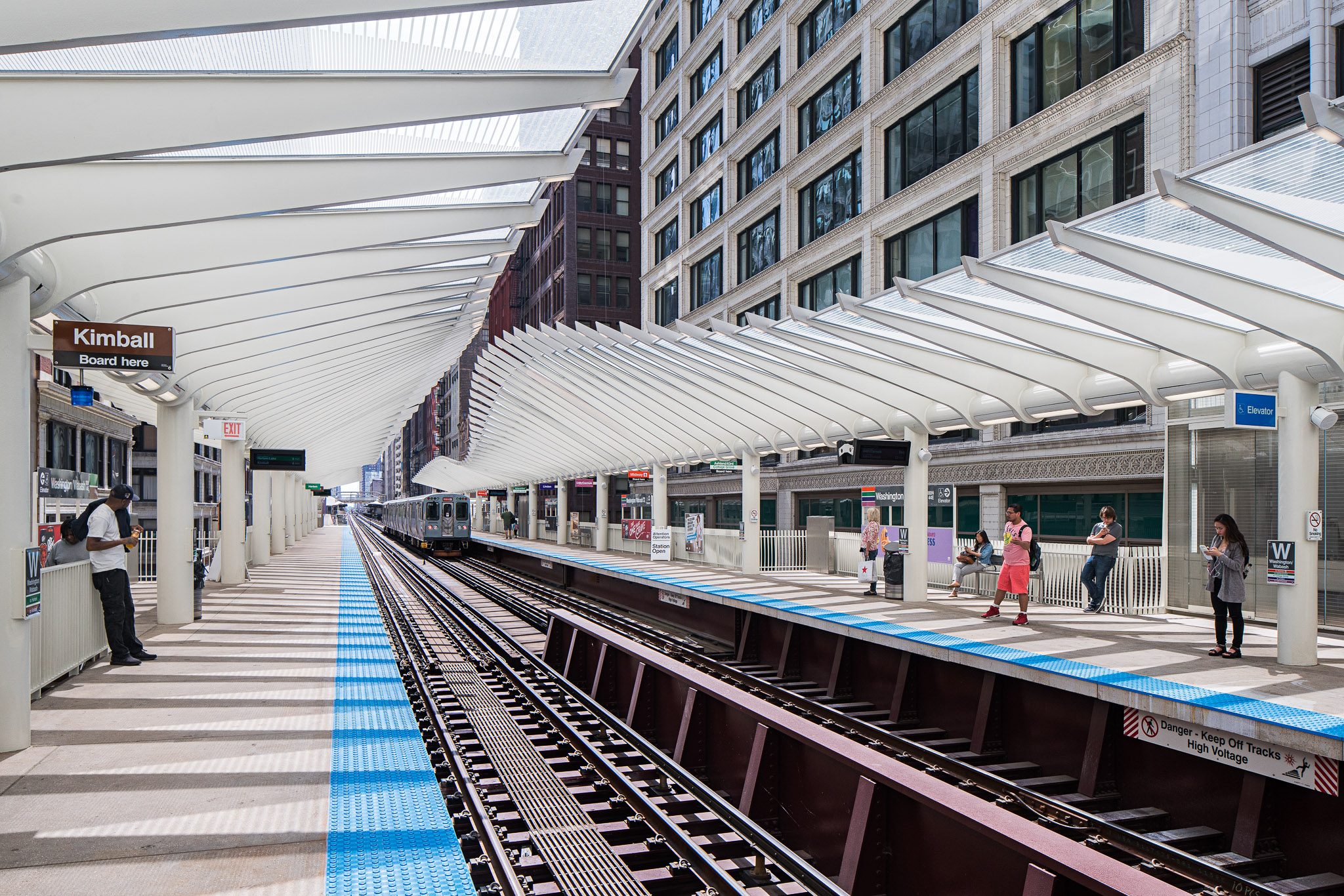 Washington-Wabash Station 01 2048.jpg