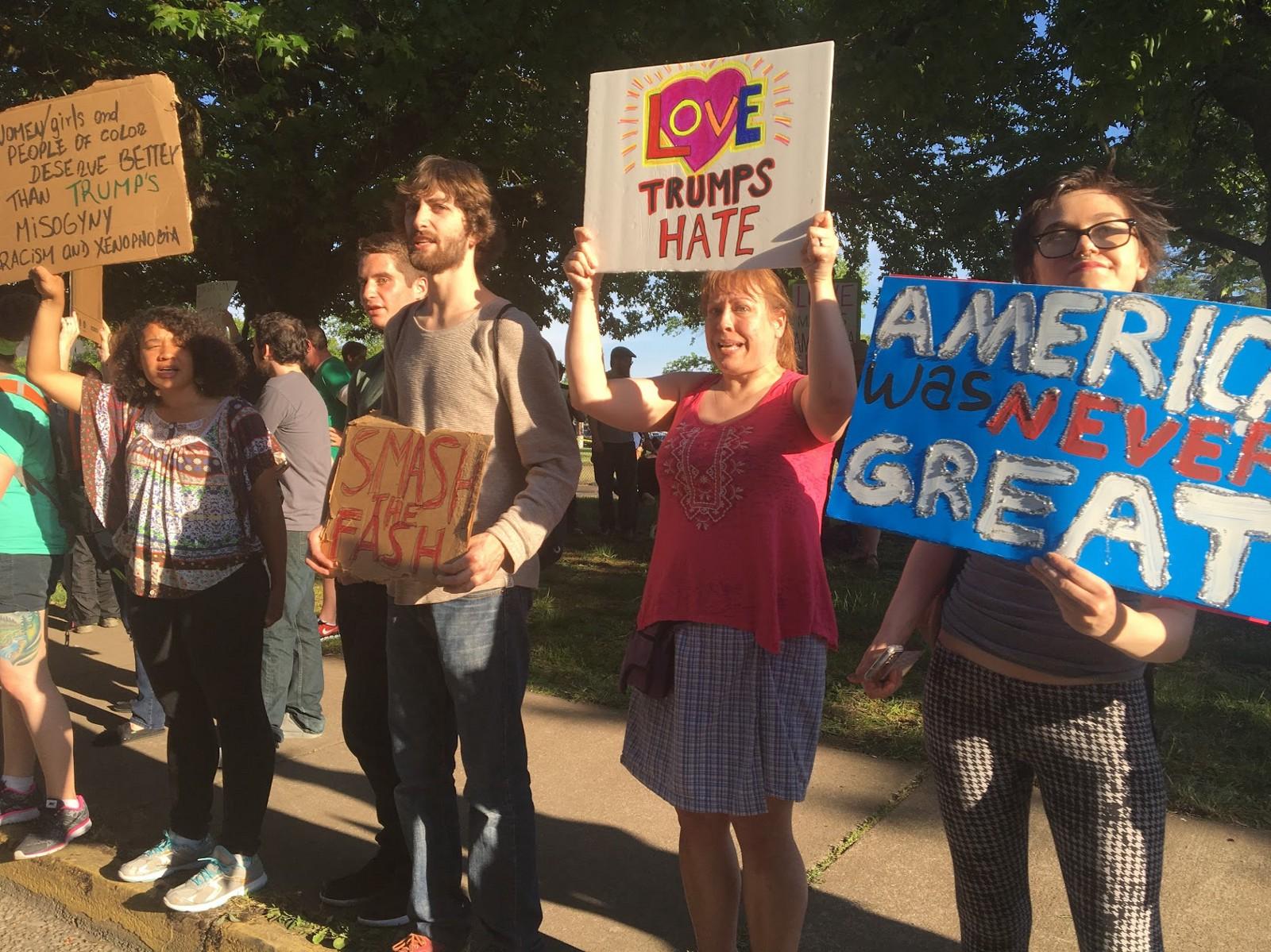 Protestos contra Trump durante sua visita ao estado de Oregon, em maio de 2016.