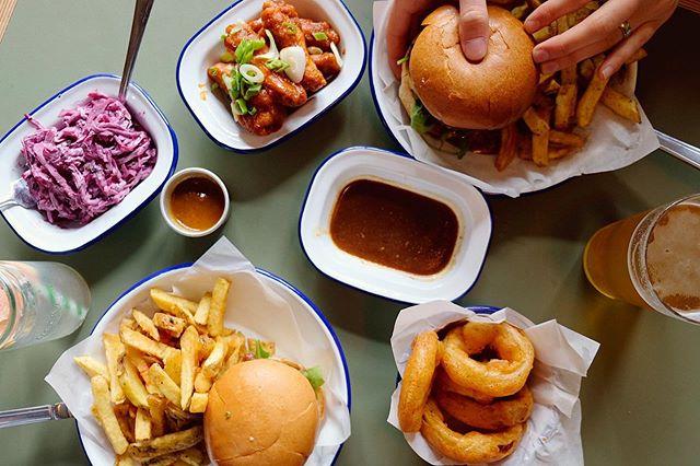 Who said the perfect Friday food doesn't exist? . . . #honestburger #eatmcr #burgerorder #biggestburgers101 #foodbible #foodbeast #burgerbae #burgerporn #burgeraddict #eeeats #honestburgers #manchestereats #manchesterfood #foodie #instalove #instahype #bestfoodshots #burgerholic #thisismcr #burgermania #burgerlife #burgertime #foodflatlay #flatlay #flatlayfood  #flatlayfridiy #burgerholic