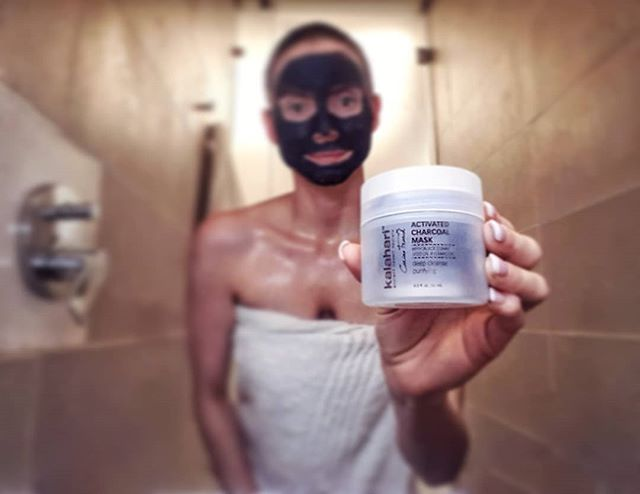 Little self-care moment with @kalaharilifestyle & a current favorite in my skincare routine!  The Activated Charcoal Mask, purifies the skin, leaving it smooth & radiant! What's your favorite self-care moment?⚘ #beauty #wellness #wednesday #skincare #selfcare #routine #facemask #charcoal