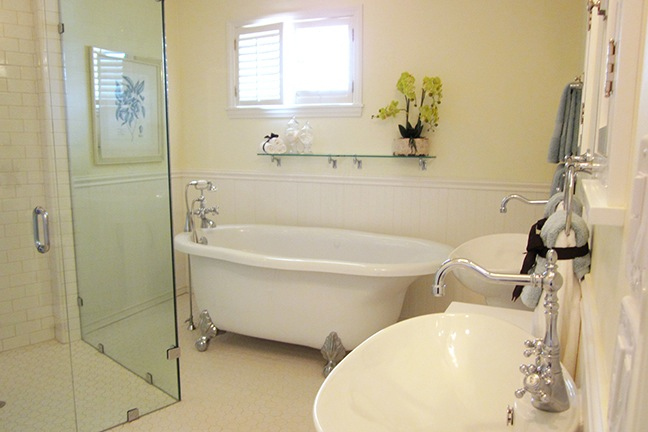Country Elegance Master Shower with Clawfoot Jacuzzi Tub.jpg