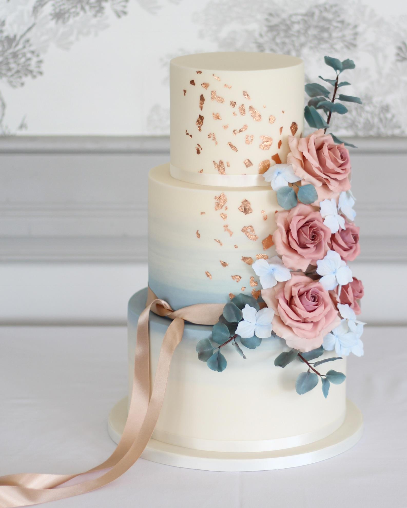 Watercolour & cappuccino rose wedding cake