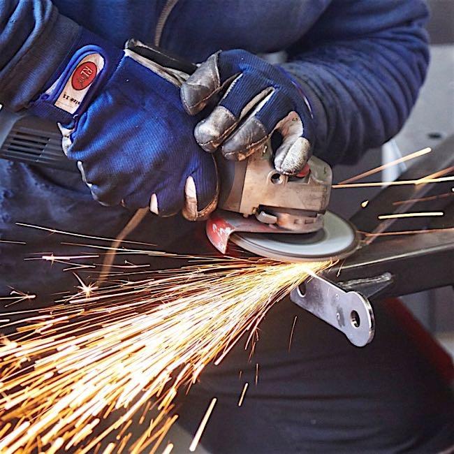 Instandsetzung - Bei größeren Schäden führen wir Instandsetzungs-Arbeiten an Ihrer Bühne durch.