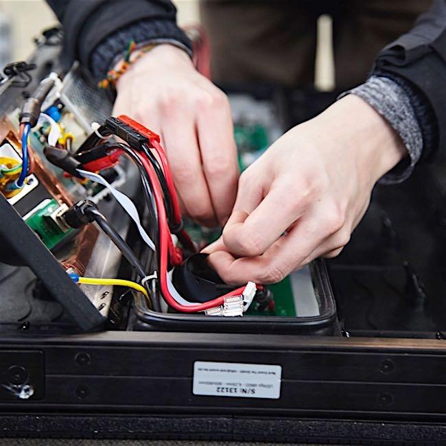 Repairs - We repair your mobile stage and repair damaged parts, regardless of roof, hydraulics or brakes.