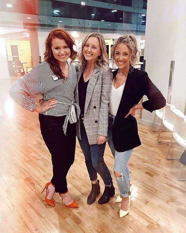 "We took this pic & thought right after, ""WOW WHEN DID BE BECOME BO$$ LADIES?!"" 😂 needless to say, get yourself a Capricorn & red head in your life - 10/10 would recommend 😚💫 ☆ ☆ ☆ ☆ ☆ ☆ ☆ #fashionpost #whatiwore #styleblog #trendy #styleinspiration #thehappynow #ontheblog #ootd #createexplore #femininestyle #aboutalook #tezzaapp #realoutfitgram"