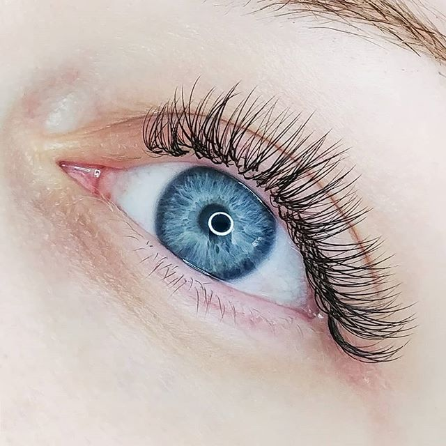 A gorgeous hybrid for this beauty! 💖 . Click the link in our bio to book your next lash transformation! You won't be disappointed! 😍 . . . . #lashes #eyelashes #hybrid #hybridset #hybridextensions #eyelashextensions #lashextentions #extensions #booknow #lashtransformation #thelashshop #barrie #serenitybeautybarca