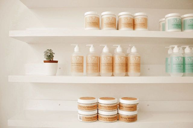 🍯Honey Blossom + marshmallow root = essential nutrients that your skin will thank you for 🙏  Go test them out at @flourishbeautylab in downtown White River Junction, Vermont. #shoplocalvermont #wrjvt #vermont #cleanbeauty