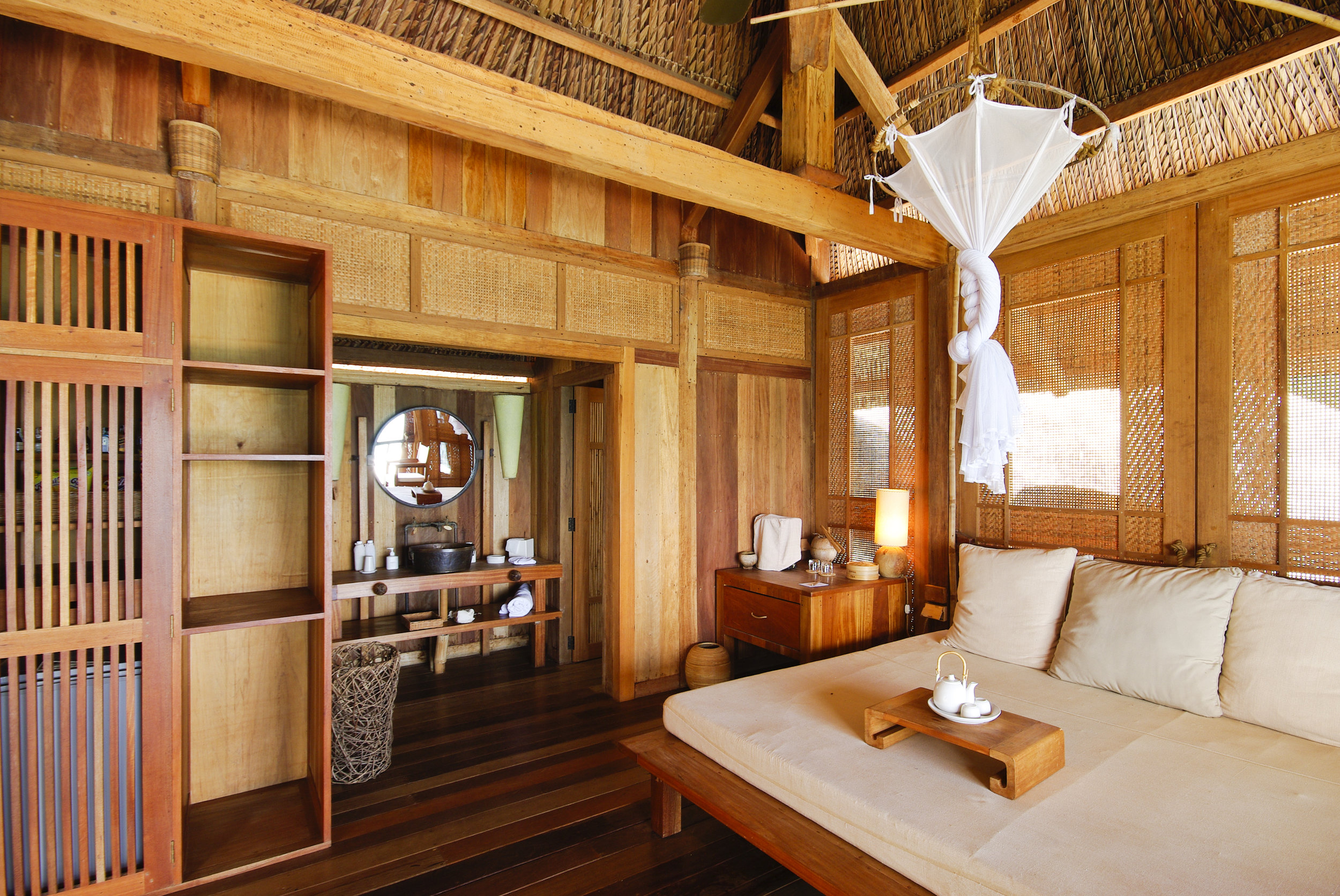 interior-of-a-wooden-house_Svmuee_2Gl.jpg