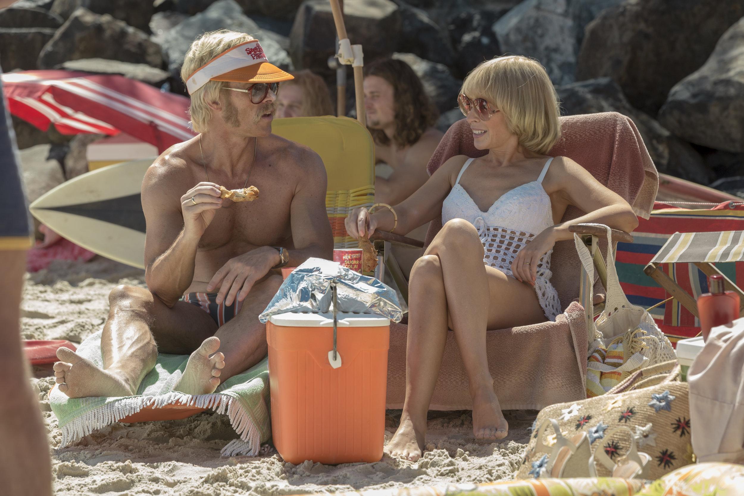 Keith Hall (Guy Pearce), Kaye Hall (Kylie Minogue) - Swinging Safari - 2.JPG