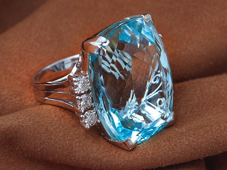 Diamond and Acquamarine Ring.jpeg