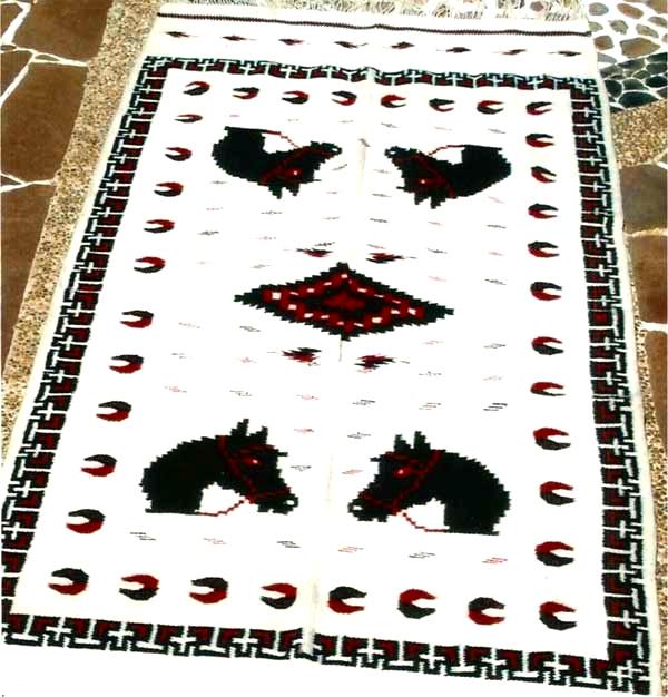Jorongo de Caras de Caballo en Greca de T con Cruces y Herraduras
