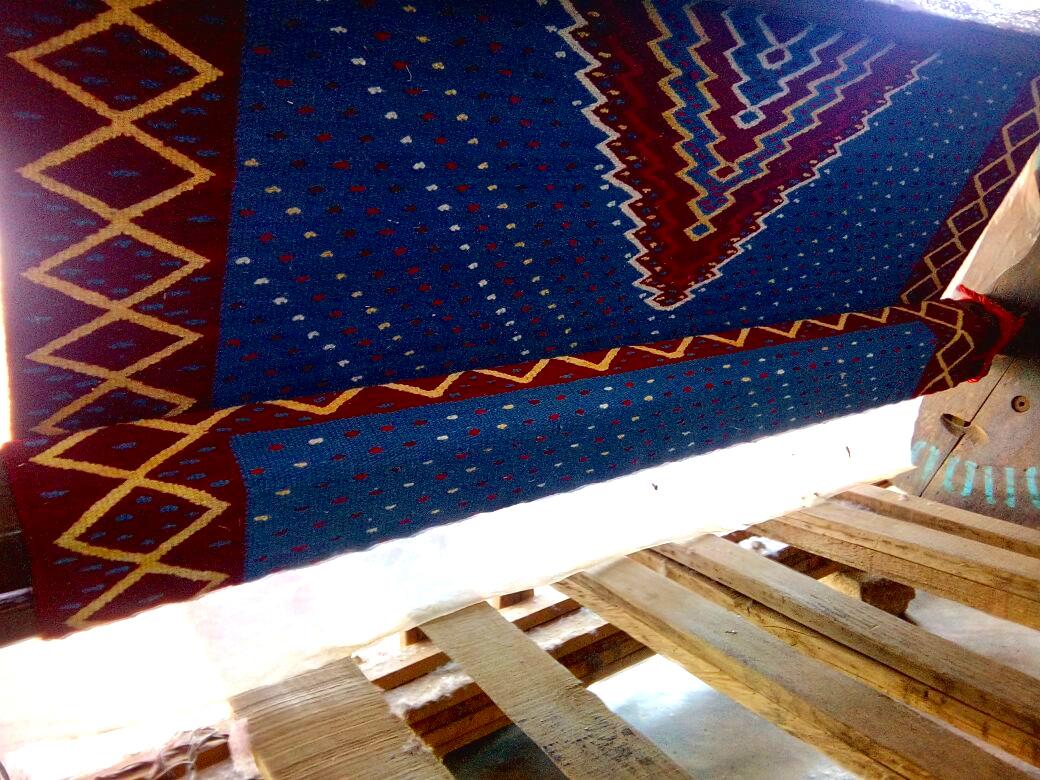 El arte de duplicar en telar de madera un Saltillo Antiguo con lana teñida a mano en El Jorongo.