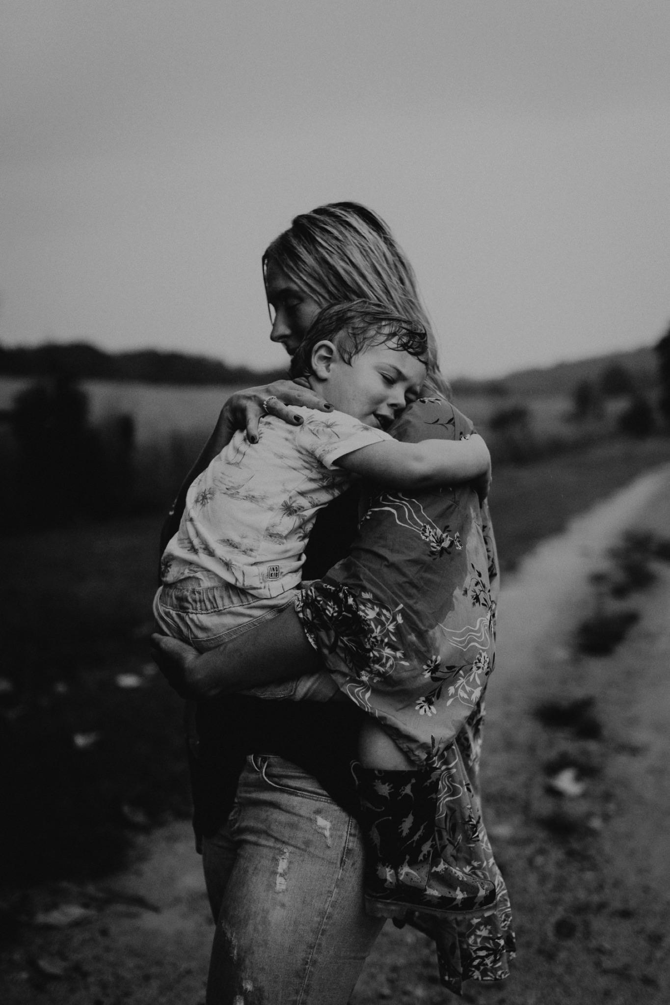 000000010_LOVEHERWILDPHOTOGRAPHY_135_byronbaymotherhoodphotographer_byronbayfamilyphotographer_motherhoodphotography_byronbay_rainyphotoshoot_Loveherwildphotography_byronbayphotographer.jpg