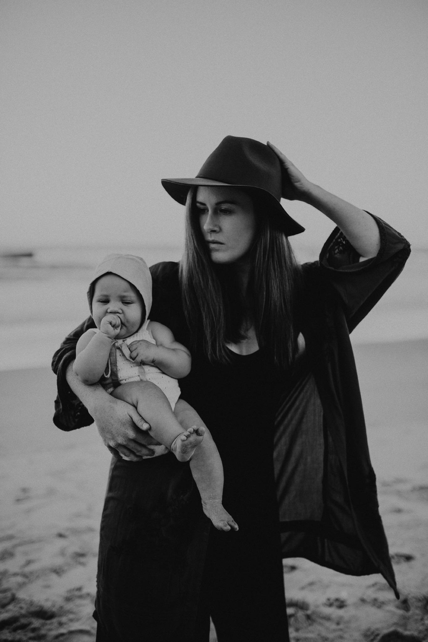 000000021_LOVEHERWILDPHOTOGRAPHY_128_Motherhood_goldcoastphotographer_motherhoodphotography_Loveherwildphotography_byronbayphotographer.jpg