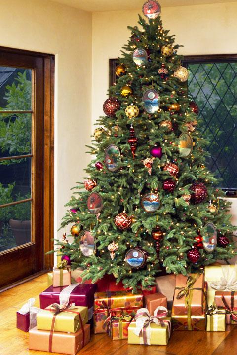 Christmas tree with my Christmas heirloom Koawood ornaments