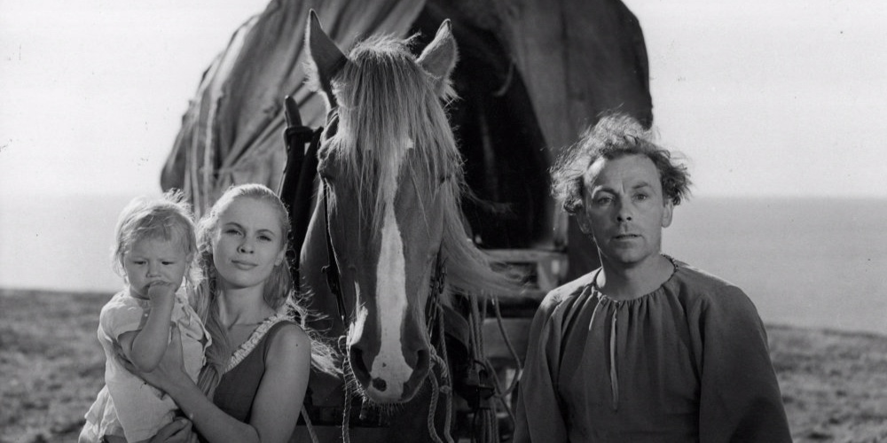 seventh-seal-the-1957-004-family-with-horse-bfi-00n-o8k.jpg