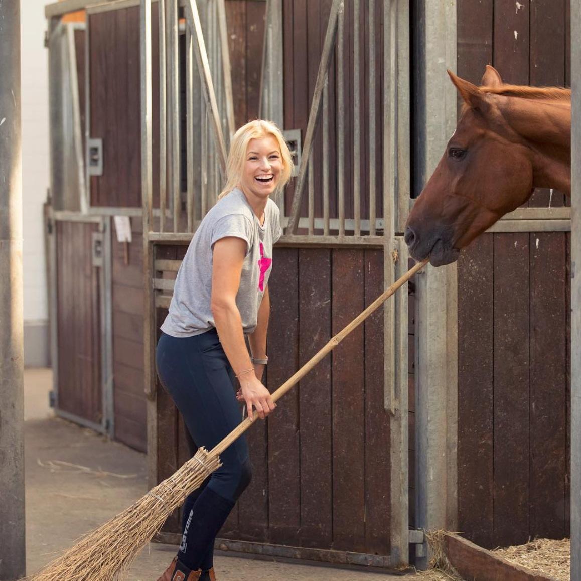 ANNICA HANSEN - #LEIDENSCHAFT #STARTUP #SOCIALMEDIAInfluencer + Authentizität + Herz = gibt´s nicht? Doch. Die Pferdenärrin macht es vor. MEHR
