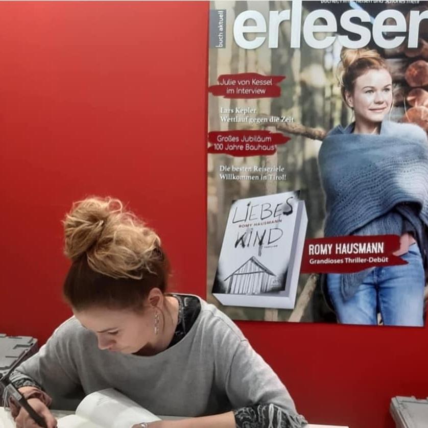 """ROMY HAUSMANN - #ERFOLG #NICHTAUFGEBEN #DRANBLEIBENDie Autorin stürmt mit ihrem Thriller-Debüt """"Liebes Kind"""" alle Bestseller-Listen. Aber kam dieser Erfolg über Nacht? MEHR"""